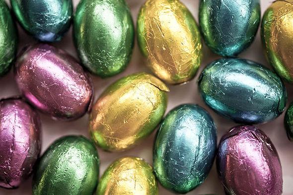На католическую Пасху едят и дарят и шоколадные яйца