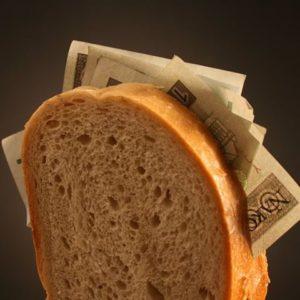 Сильный заговор на деньги читается на хлеб