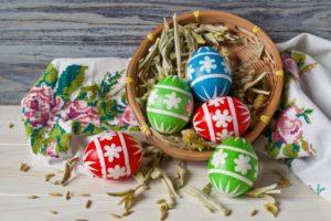 Почему и для чего красят яйца на Пасху?