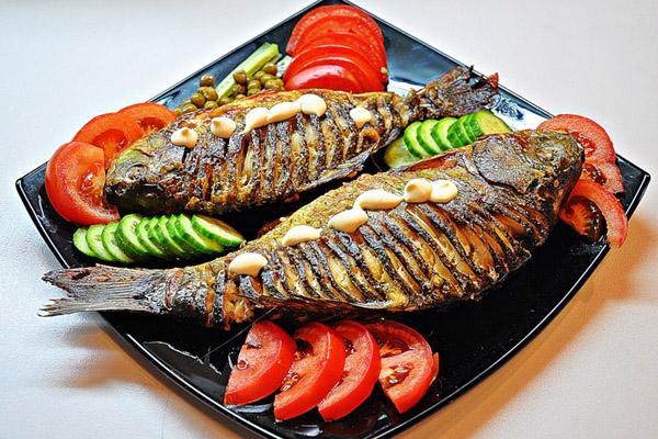 На Благовещенье можно кушать печеную рыбу с овощами