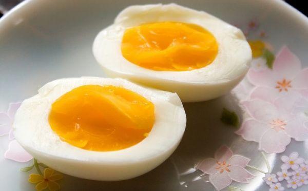 Яйцо (бейца) непременно подают на пасхальный седер