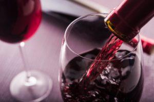 Красное вино - непременно подают на седер