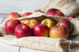 Праздник Яблочный Спас в деревне немыслим без урожая свежих яблок