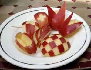 Яблочный Спас в деревне: можно устроить конкурс на вырезание фигур из яблок