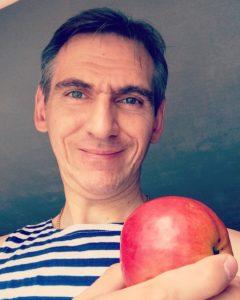 """На празднике Яблочный Спас можно станцевать танец """"Яблочко"""""""