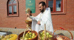 Что можно освящать на Яблочный Спас в церкви, а что нельзя