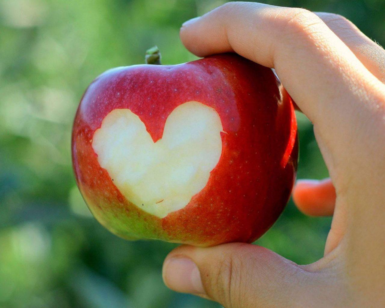 Надкусанное яблоко...притча